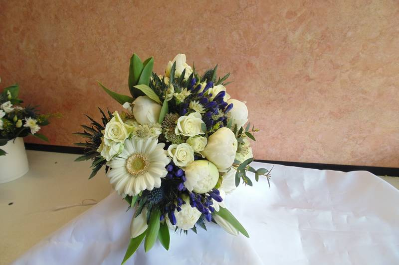 wedding flower arrangement 75